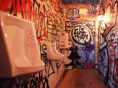 banheiro cenografico - Pesquisa Google