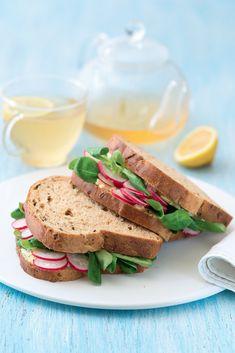 Kousek pečiva 's něčím' snídáme či svačíme nejčastěji. Ideální volbou je celozrnné pečivo a pomazánka – například vajíčka a sýry dodají energii; zelenina a ovoce obsahují vlákninu a vitaminy… Sandwiches, Meals, Food, Art, Art Background, Meal, Essen, Kunst, Performing Arts