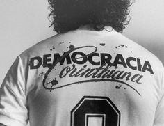 """""""Conseguimos probarle al público que cualquier sociedad puede y debe ser igualitaria. Que la opresión no es imbatible. Que una comunidad sólo puede fructificar si respeta la voluntad de la mayoría de sus integrantes. Que es posible darse las manos"""" Sócrates, sobre la Democracia Corinthiana"""