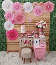 Simple Birthday Decorations, Backdrop Decorations, Birthday Party Decorations, Baby Shower Decorations, Birthday Parties, Paper Flowers Craft, Flower Crafts, Barbie Theme Party, Paper Rosettes