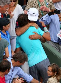 Rafael Nadal is congratulated by his  girlfriend, family, friends and the rest of team (21)