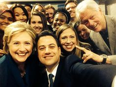 Jimmy Kimmel and Hillary, Chelsea, and Bill Clinton pose for an Oscars-style selfie!