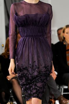 Christian Dior at Couture Spring 2012 - Details Runway Photos Dior Haute Couture, Style Couture, Couture Details, Couture Fashion, Dior Fashion, Purple Fashion, Womens Fashion, Christian Dior, Christian Siriano