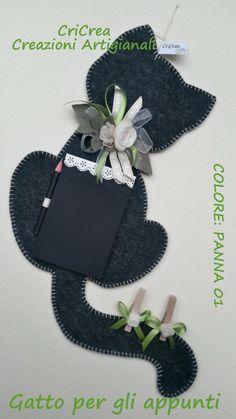 Gatto per gli appunti - feltro e pannolenci - Cat Felt clipboard with notepad, handmade !!! di CriCrea su Etsy https://www.etsy.com/it/listing/249886174/gatto-per-gli-appunti-feltro-e
