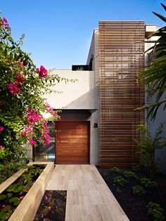 64 Ideas timber screen architecture entrance for 2019 Architecture Design, Residential Architecture, Amazing Architecture, Contemporary Architecture, Modern Architecture Homes, Modern Exterior, Exterior Design, Facade House, Modern House Design