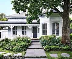 The owners of this Villa wanted a traditional garden out front, but relaxed and meandering, not just a stiff Victorian garden with hedging. Photos by: Derek Swalwell. House Colors, House Designs Exterior, Victorian Homes, Exterior Design, Weatherboard House, Victorian Gardens, Victorian Homes Exterior, Home And Garden, House Exterior