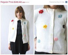 SPRING SALE 60s DAISY Cardigan Sweater / Vintage White Flower Power 3D Novelty Soft Grunge Jumper  / Size M/L Medium Large on Etsy, $34.80