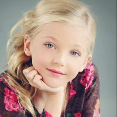 Brynn rumfallo is my favorite dancer because she's a sweetie, but wears too much makeup Mom Season 1, Dance Moms Season, Dance Moms Comics, Brynn Rumfallo, Virtual Makeover, Too Much Makeup, Jordyn Jones, Fresh Face, Young Models