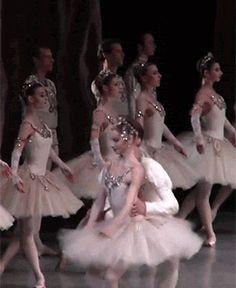 Oksana Skorik dancing Diamonds from 'Jewels' Australian Ballet, Girls Dresses, Flower Girl Dresses, Ballet Photos, Dancing, Gifs, Diamonds, Jewels, Wedding Dresses