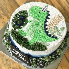 #dinosaur #dinocake #dinosaurcake #buttercreamcakes #bandung #bandungjuara #bandungcake #cake #birthdaycake #birthdaycakebandung #kuebandung #kueulangtahun #cakeblog #thecakeblogger