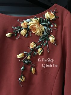 Ribbon Embroidery Tutorial, Embroidery Neck Designs, Hand Work Embroidery, Couture Embroidery, Rose Embroidery, Embroidery Fashion, Silk Ribbon Embroidery, Embroidery Patterns, Ribbon Art