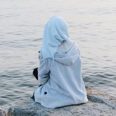 Discovered by Lujain MJ. Find images and videos about hijab on We Heart It - the app to get lost in what you love. Hijab Niqab, Muslim Hijab, Mode Hijab, Hijab Outfit, Hijabi Girl, Girl Hijab, Arab Girls, Muslim Girls, Muslim Couples
