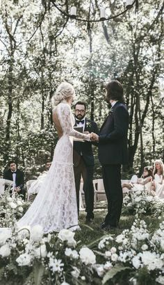 Romantic Wedding Photo. Wedding Vows Ideas. Wedding Vows Ideas for an Unforgettable Ceremony. Bride and groom outdoor wedding ceremony. Forrest wedding ceremony - Emmy Lowe Photography #bride #groom #bridetobe #weddings #weddingphotography #weddingphoto #bridal #love #weddinginspiration #weddingideas #photooftheday #wedding #weddingplanning #ido #bellethemagazine #bridetobe
