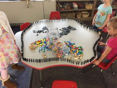 Myers' Kindergarten: How Did We Explore the Concepts of Physics in Kindergarten? Early Childhood Centre, Early Childhood Activities, Early Childhood Education, Preschool Age, Kindergarten Science, Nursery Activities, Toddler Activities, Reggio Inspired Classrooms, Eyfs Classroom