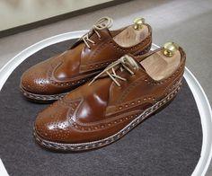 Heinrich Dinkelacker  前回のケアから時間があいてしまった靴 日に焼けたのかパーツによって色が変わって来ました #heinrichdinkelacker #cordovan #whiskycordovan #shoes #shoecare #ハインリッヒディンケラッカー #ハインリッヒディンケルアッカー #コードバン #ウイスキーコードバン #紳士靴 #革靴 #靴磨き #シューケア