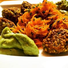 My own falafel receipt - gramflour with buckweat and sesam for the falafel served together with guacamole and flavoured carrot salad  #vegan #veganfood #vegangirl #vegangermany #veganfoodshare #veganandglutenfree #veganism #glutenfreevegan #glutenfree #glutenfreelife #healthy #healthyfood #healthyeating #healthychoices #healthyfoodshare #healthychoices #buckwheat #carrot #falafel #salad #guacamole #sundaymeal by veganclaudiagarridoluque