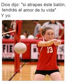 """Dios dijo """"si atrapas este balón tendrás el amor de tu vida"""" y yo..."""