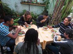 """Assista ao filme """"Quem se importa"""" click na foto!! People who care!! Projeto Sonhar / Afroreggae / Sustenta Capão"""