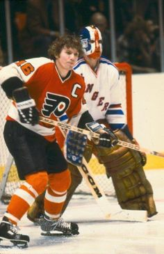 Bobby Clarke played in eight NHL All-Star Games during his NHL career. Flyers Players, Flyers Hockey, Hockey Teams, Nhl All Star Game, Hockey Hall Of Fame, Philadelphia Sports, Goalie Mask, Vancouver Canucks, Nfl Fans