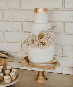 Types Of Wedding Cakes, 3 Tier Wedding Cakes, Wedding Cake Roses, Wedding Cake Photos, Copper Wedding Cake, Wedding Desserts, Grass Cake, Naked Cake, October Wedding