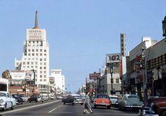 Wilshire Boulevard in 1954.