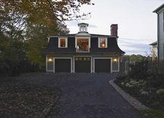 Victorian carriage house by Dewing & Schmid. Click through for authentic interior detailing.