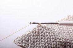 Návod na háčkované vintage srdce 38 Merino Wool Blanket, Christmas Ornaments, Crochet, Handmade, Granny Squares, Hand Made, Christmas Jewelry, Ganchillo, Christmas Decorations