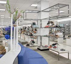 S-shaped Perimeter Shoe Fixture by JPMA at Belk – Dallas Galleria Shopping Mall, Dallas – Texas