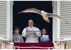 """El Papa en el Ángelus: """"El único privilegio a los ojos de Dios es aquel de no tener privilegios"""" - Radio Vaticano"""