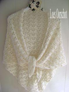 South Bay is de naam van deze omslagdoek die ik gehaakt heb volgens dit patroon . Ik heb er een vintage hangertje bij gemaakt en zo wac...