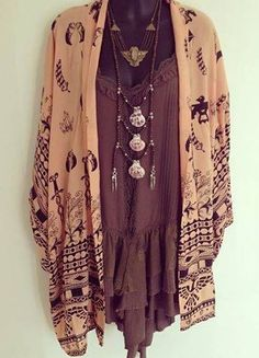 This outfit reminds me of Stevie Nicks… looks like something she w… Soo lovely! This outfit reminds me of Stevie Nicks… looks like [. Hippie Style, Look Hippie Chic, Boho Chic, Looks Hippie, Estilo Hippie Chic, Mode Hippie, Look Boho, Estilo Boho, Gypsy Style
