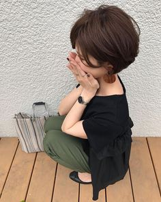 Pin by 齋藤 洋美 on アクセサリー in 2020 Short Wavy Hair, Short Hair Styles, Love Fashion, Womens Fashion, Office Outfits, Yuri, Summer Outfits, Hair Makeup, Hair Beauty