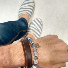 Mix Dogma Store com brecelete de couro e pulseira de ágata opaca e pingente em prata 925. #pulseiras #felipetitto #pulseiramasculina #dogma #acessórios #cool #fashion #moda #liquidação #promoção