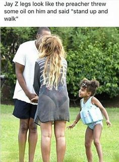 Blue Ivy reacts to Beyonce & Jay Z hilarious kissing Blue Ivy Carter, Jay Z Blue, Ms Blue, Divas, King B, Carter Family, Beyonce Style, Mrs Carter, Porto