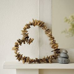 Driftwood Heart Wreath- use wood slices for DIY anniversary gift Driftwood Wreath, Driftwood Projects, Driftwood Art, Driftwood Seahorse, Painted Driftwood, Driftwood Ideas, Driftwood Jewelry, Beach Crafts, Diy And Crafts