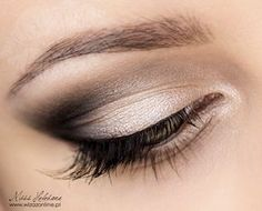 Make a correction: drooping eyelid Eye Makeup Steps, Smokey Eye Makeup, Makeup Tips, Hooded Eye Makeup, Hooded Eyes, Drooping Eyelids, Green Smokey Eye, How To Look Rich, Makeup Step By Step