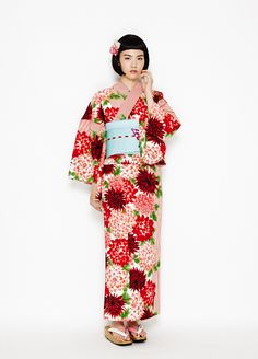 Kimono Japan, Yukata Kimono, Japanese Kimono, Japanese Girl, Traditional Kimono, Traditional Outfits, Cute Kimonos, Modern Kimono, Oriental Dress