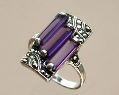 Art Deco 925 Silver, Amethyst and Marcasite Ring circa 1930 Art Deco Schmuck, Bijoux Art Deco, Art Deco Jewelry, Schmuck Design, Fine Jewelry, Jewelry Design, Art Nouveau, Antique Jewelry, Vintage Jewelry