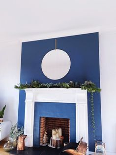 Five steps to simple but beautiful contemporary Christmas garlands, pimped with fresh pine & eucalyptus. Christmas Garland, Decor, Christmas, Contemporary, Home Decor, Fireplace, Contemporary Christmas