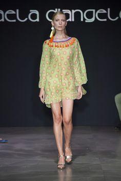 Raffaela D'Angelo at Milan Fashion Week Spring 2017 - Runway Photos  A Pantone escolheu a cor de 2017 baseando-se em um desejo do nosso tempo: o de estar mais próximo da natureza. Por isso, o Greenery foi o tom escolhido para este ano. Apesar disso, já vimos esta família colorindo as últimas passarelas de verão. #FocusTextil #Greenery