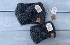 The Madison Ear Warmer – Savlabot Beginner Knitting Patterns, Christmas Knitting Patterns, Knitting Projects, Craft Projects, Knitting Ideas, Craft Ideas, Knitted Headband Free Pattern, Knit Slippers Free Pattern, Crochet Flower Patterns