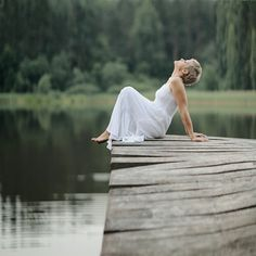 . Portrait Photography Poses, Beauty Photography, Aesthetic Images, Lake Life, Girl Poses, Cool Pictures, Photoshoot, Enchanted Lake, Calm Waters