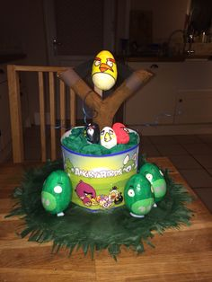 Angry birds easter bonnet Boys Easter Hat, Angry Birds, Projects For Kids, Fancy Dress, Christmas Bulbs, Holiday Decor, Party, Crafts, Ideas