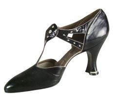 Hellstern & Sons Salomé shoes - 1920's - Kid leather, leather sole, Louis XV heel - Musée de France