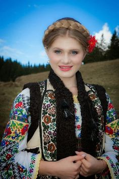 A traditional costume from the northeastern region of Romania, Bucovina - situated between the Carpathian Mountains and the Prut River. Bucovina is situated in the northern part of the region of Moldova, bordering with Ukraine Eslava, Beautiful People, Beautiful Women, Costumes Around The World, Beauty Around The World, Ethnic Dress, Folklore, Folk Costume, Lany