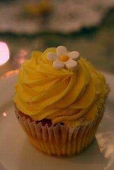yellow cupcake ~ Yellow theme birthday