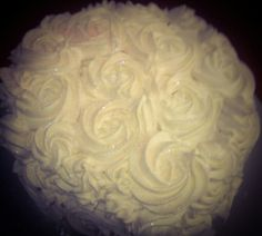 White roses cake Rose Cake, White Roses, Icing, Cakes, Desserts, Food, Tailgate Desserts, Deserts, Cake Makers
