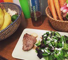 Il y a un vieux dicton qui dit que les protéines vous procurent un bon sentiment de satiété.  Voilà pourquoi je fais en sorte d'en avoir à chaque repas tout en contrôlant mes apports caloriques... Je ne suis pas en régime je mange pour améliorer mes objectifs.  Est-ce que ça te conviendrait de perdre du poids tout en continuant à manger comme avant?