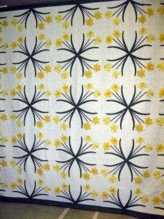 Vintage Quilt Inspiration: Jean Ramsey's Dancing Daffodils at Mahone Bay Quilters Guild