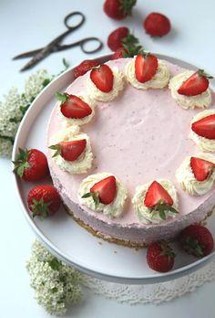 Mansikkajuustokakku   Maku Panna Cotta, Sweet Tooth, Cheesecake, Sweets, Baking, Ethnic Recipes, Desserts, Food, Henna